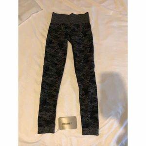 XS gymshark camo seamless leggings- black